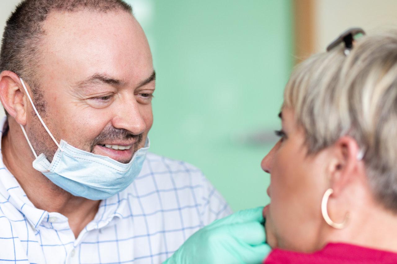 BERLIDENT Wolfram Lauterbach mit Patientin